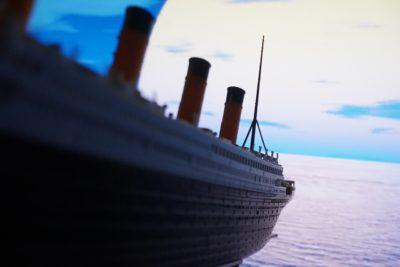 沈みゆく船中、人間の愛憎を描いた作品『ポセイドン・アドベンチャー』